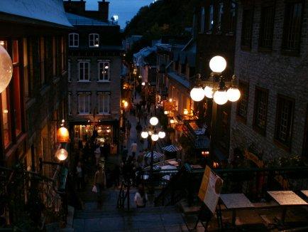 Quebecの街並み~首折れ階段